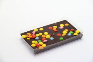 100 gramowa czekolada gorzka z kolorowymi, czekoladowymi m&m's