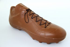 Piłkarski but mleczny