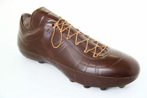 Piłkarski but deserowy